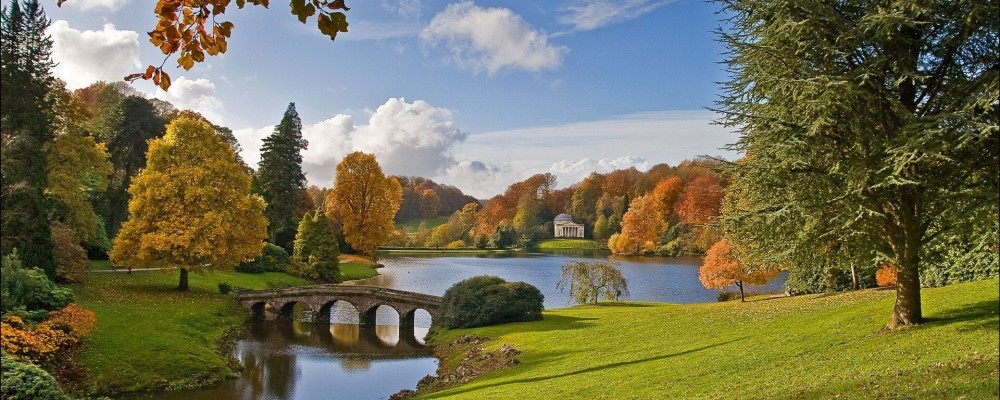 stourhead-garden-wiltshire-england-wiltshire-england-lake-bridge-autumn-tree-park
